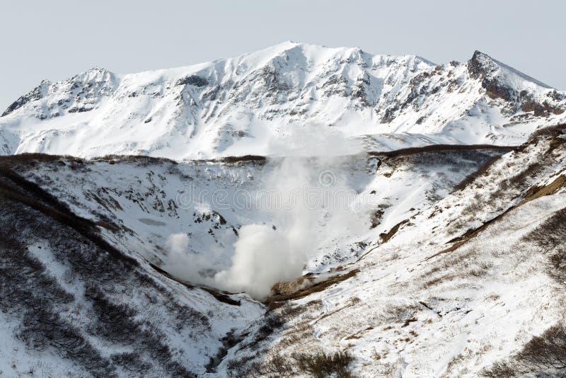 Geothermische vallei, natuurlijk vulkanisch heet de lentesgebied op het Schiereiland van Kamchatka stock foto's