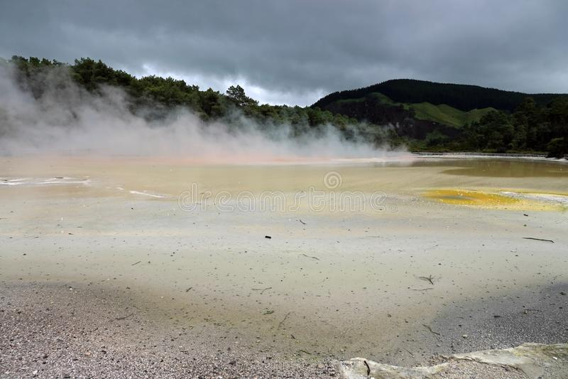 Geothermischer Bereich Wai-O-Tapu in Rotorua, Neuseeland stockbild