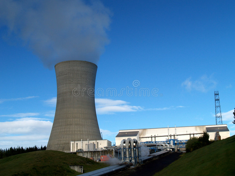 Geothermisches Kraftwerk lizenzfreies stockbild