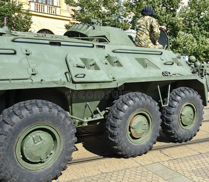 Gepantserd militair voertuig op de straat royalty-vrije stock foto's