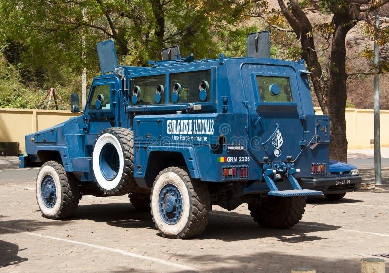 Gepantserde politiewagen in Bamako stock foto's