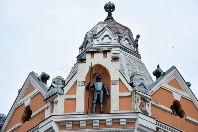 gepanzerte Ritterzahl oder Eisenmannstatue Serbe: Palata Gvozden Covek lizenzfreies stockfoto