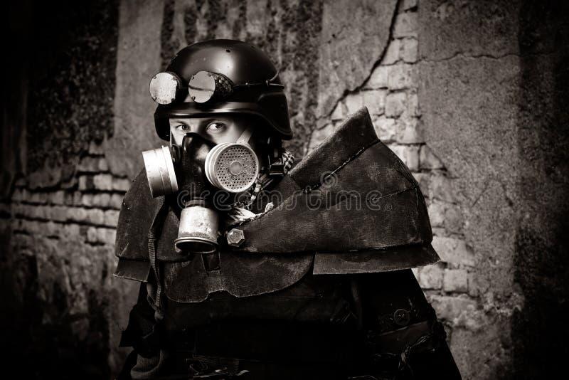 Gepanzerter postnuclear Krieger stockbild