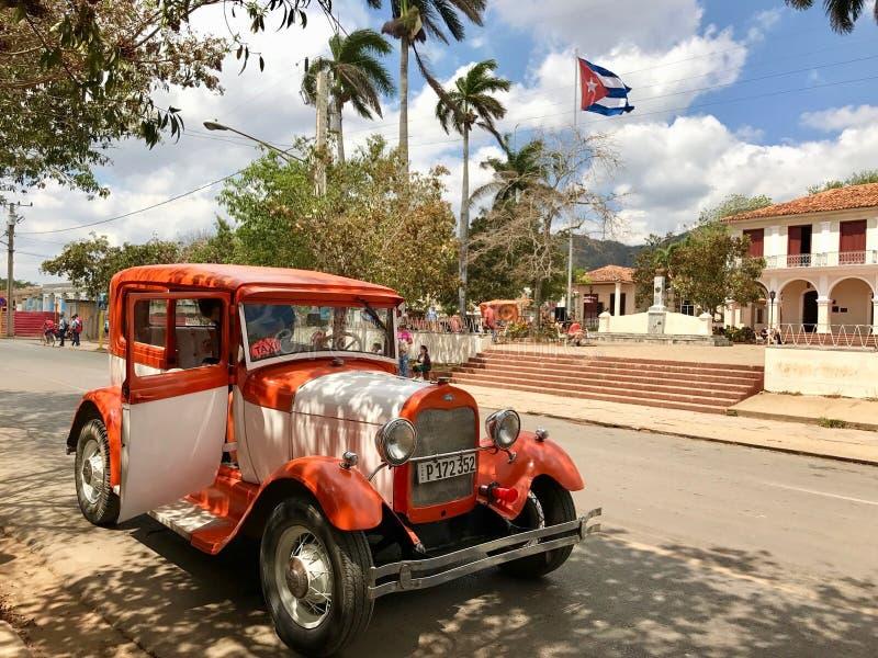 Geparkeerde Amerikaanse Ford-taxiauto in Vinales - Cuba royalty-vrije stock foto