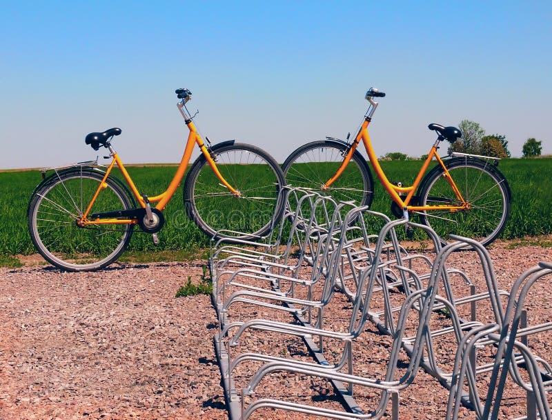 Geparkte Fahrräder lizenzfreies stockfoto
