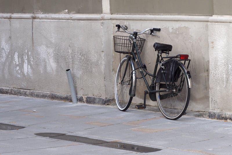 Geparktes bicicle stockfoto