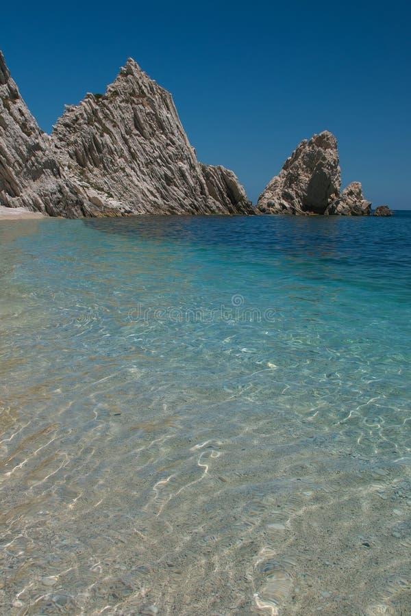 Gepaste Sorelle-strandriviera del Conero Numana stock foto