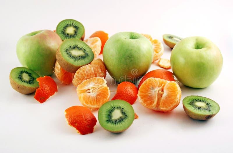 Gepelde mandarin, appelen en kiwies royalty-vrije stock foto