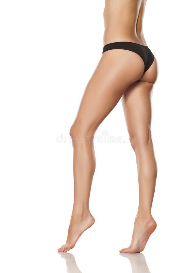 Gepflegte Beine und Füße stockfoto. Bild von interessiert - 84873502