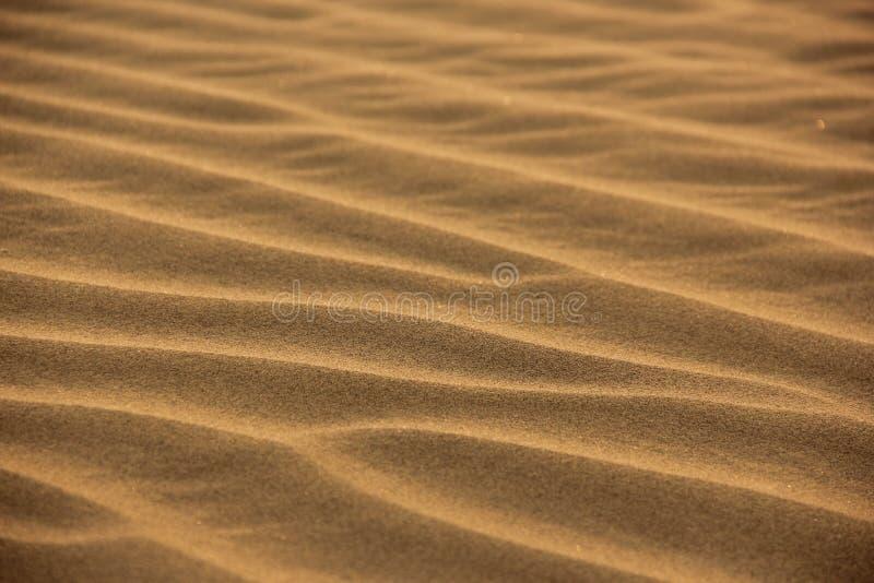 Gepl?tscherter Sand in der W?ste stockfoto