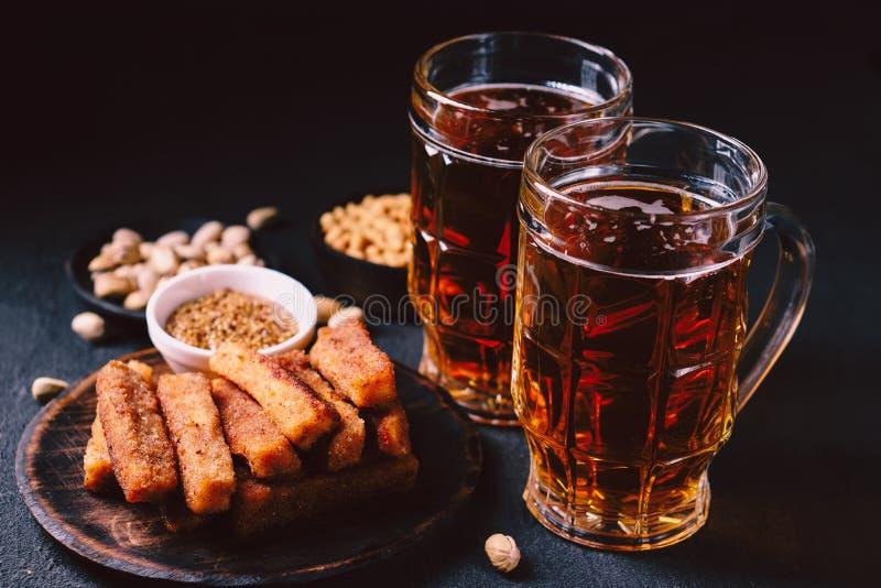 Geplaatst bier en snacks bar, restaurant, barvoedsel royalty-vrije stock fotografie