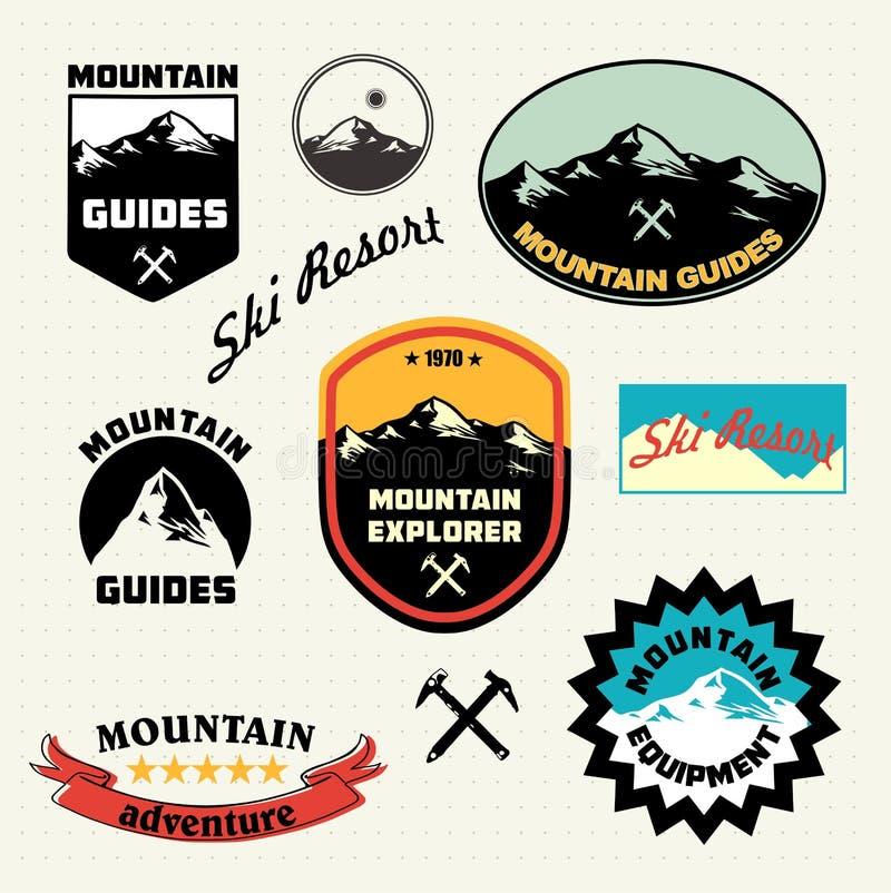 Geplaatste bergetiketten Het embleem van de skitoevlucht royalty-vrije illustratie