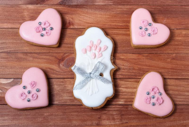 Geplaatste de koekjesharten van de huwelijkspeperkoek stock afbeeldingen