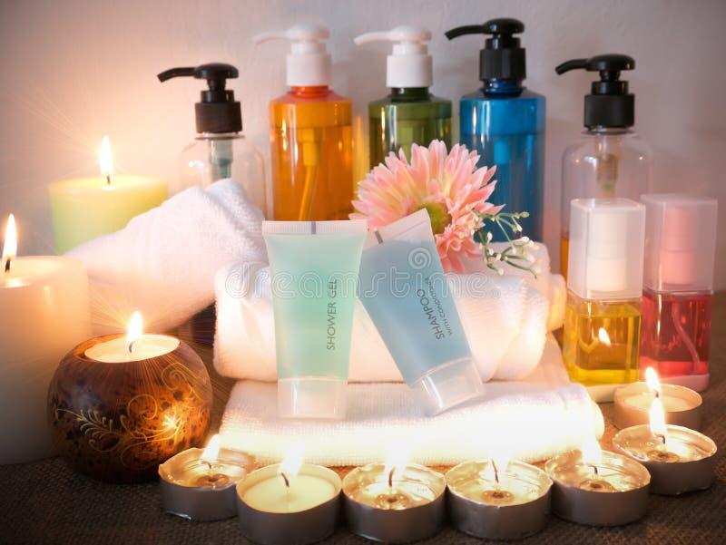 Geplaatste lichaamsverzorgingproducten, douche, shampoo, gelshampoo, olie, lotion, slepen stock foto