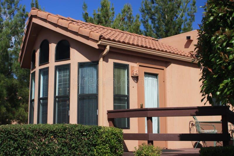 Geprefabriceerd huis vervaardigde huisvesting stock afbeeldingen