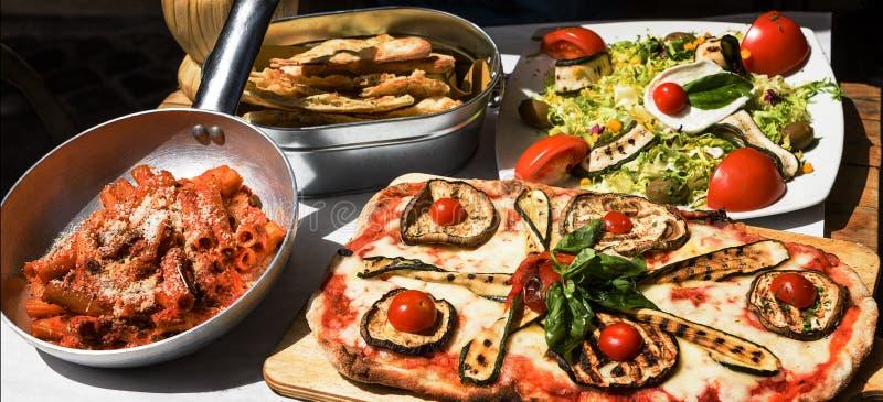 Geproeft en beroemd Italiaans voedsel stock foto