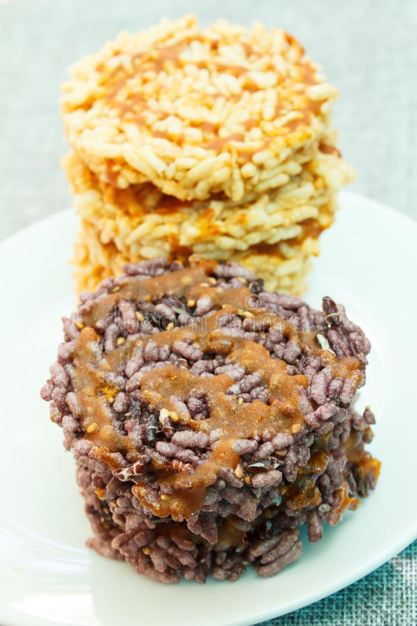 Gepufte rijst met suiker, Thaise snack royalty-vrije stock foto's