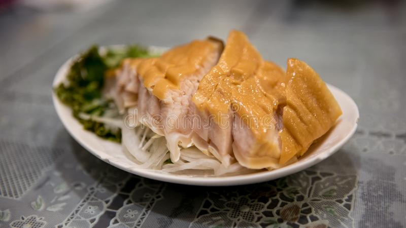 Geräuchertes Haifischsteak des Tellers Gekocht im chinesischen Restaurant bei Taiwan stockfoto