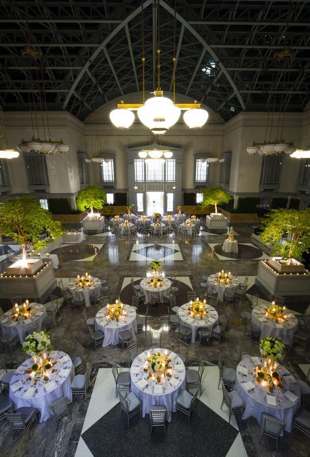 Geräumiges Bankett-oder Hochzeits-Ballsaal lizenzfreie stockbilder