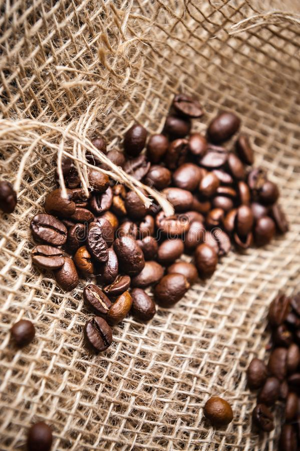 geröstete Kaffeebohnen stockfotos