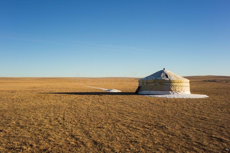 Ger i stäppen av Mongoliet arkivfoto
