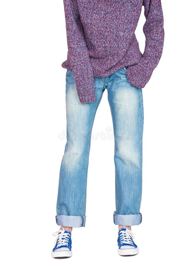 Gerade breite Beinjeans und sackartige Strickjacke stockbild