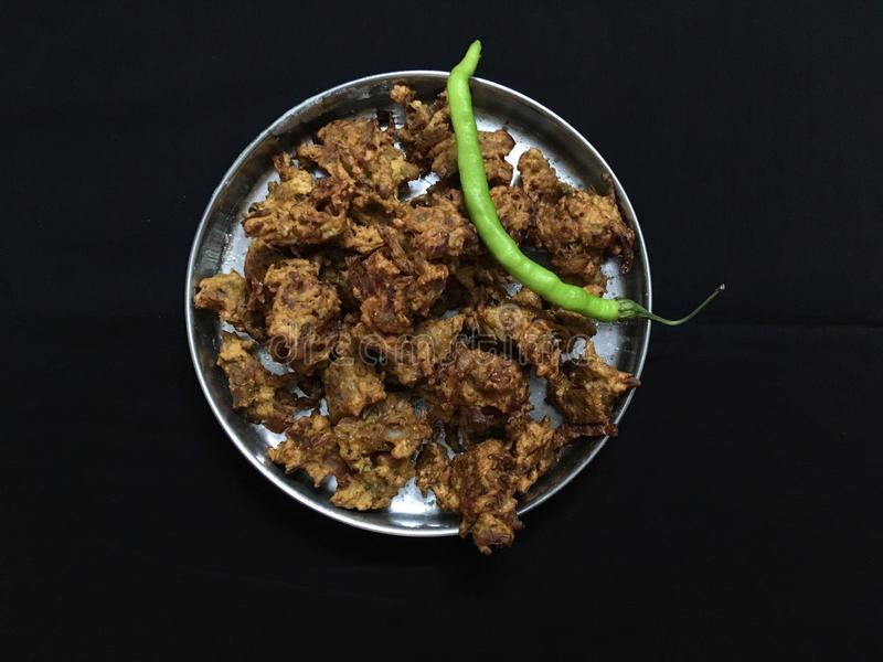 gerade gebratenes Kanda BhajiOnion Pakora und grüner Paprika Kalyan Maharahtra lizenzfreies stockbild