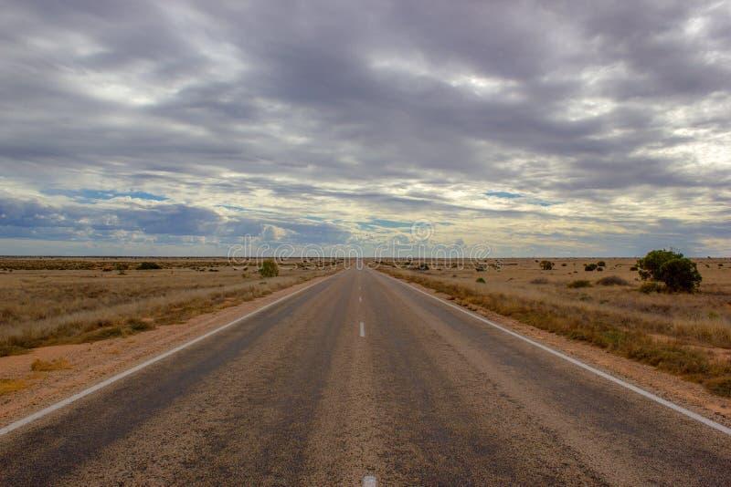 gerade Straße zur Unendlichkeit, der nullarbor Nachtisch von Australien, Süd-Australien, Australien lizenzfreies stockbild