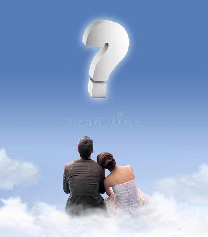 Gerade verheiratetes Paar auf dem cloudlet stockfoto