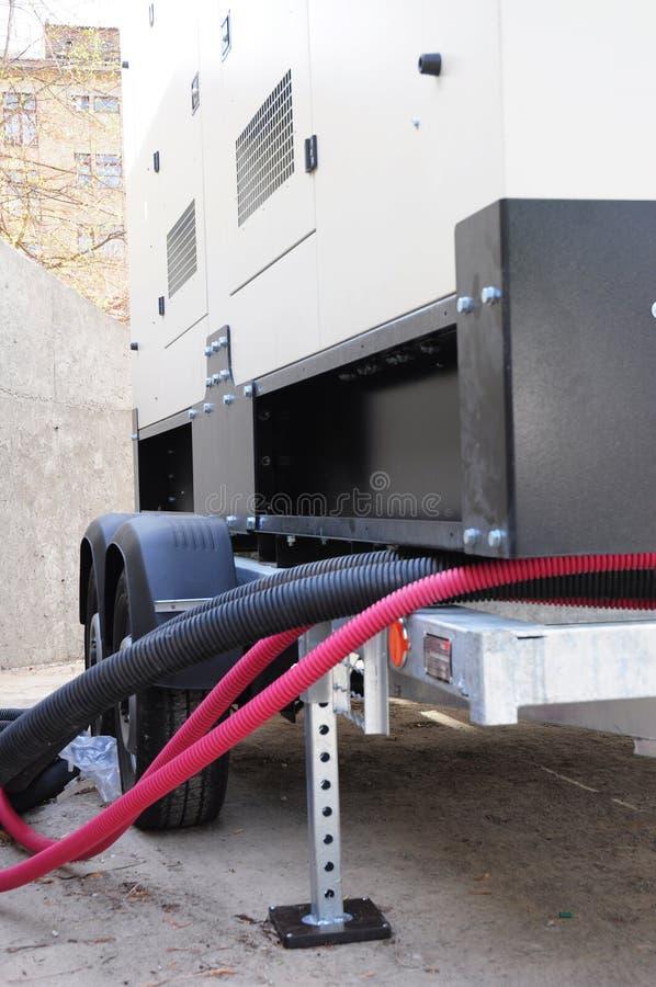 Gerador alternativo de gás natural de poder à espera com painel de controle e o gasoduto natural imagens de stock