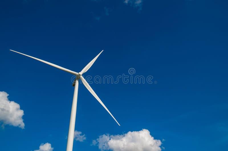 Gerador de poder da turbina eólica do close up foto de stock royalty free