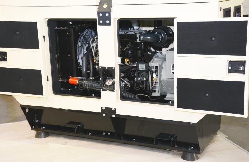 Gerador diesel com dooors abertos imagens de stock