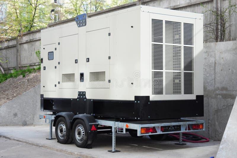 Gerador diesel industrial Gerador à espera O gerador diesel industrial para o prédio de escritórios conectou ao painel de control imagem de stock