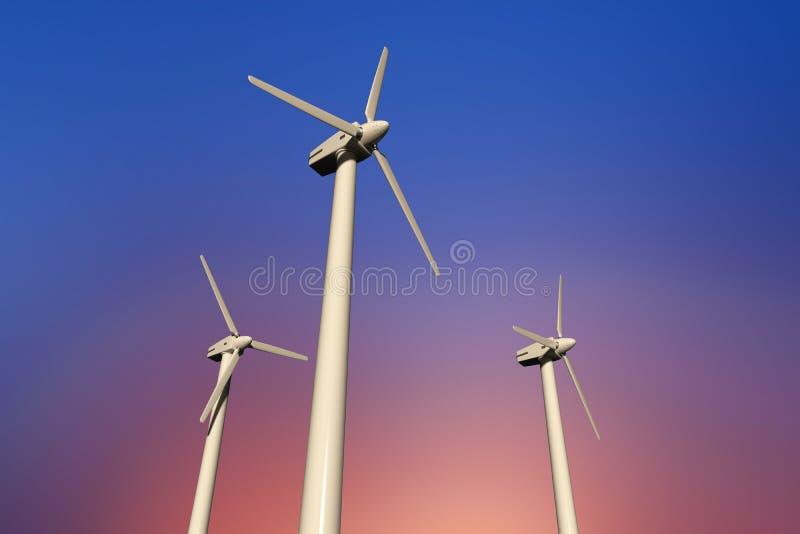 Geradores de eletricidade de turbina eólica num céu ensolarado, ângulo baixo imagem de stock