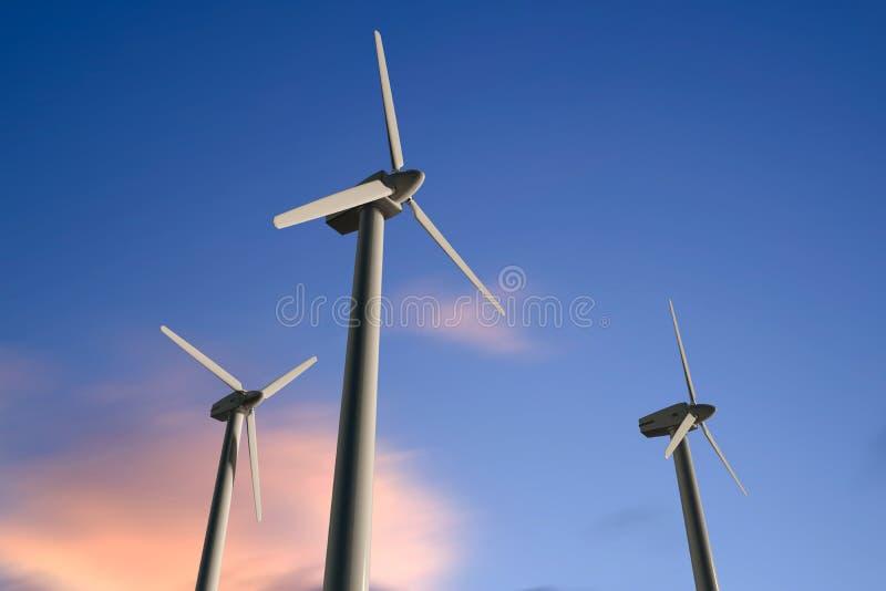 Geradores de eletricidade de turbina eólica num céu ensolarado, ângulo baixo imagens de stock