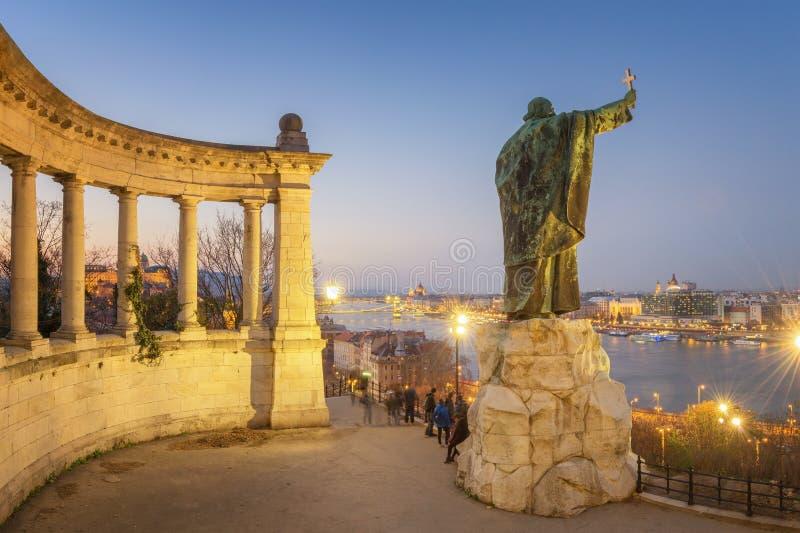Gerard van Csanad-Monument bij schemer - Boedapest royalty-vrije stock afbeelding