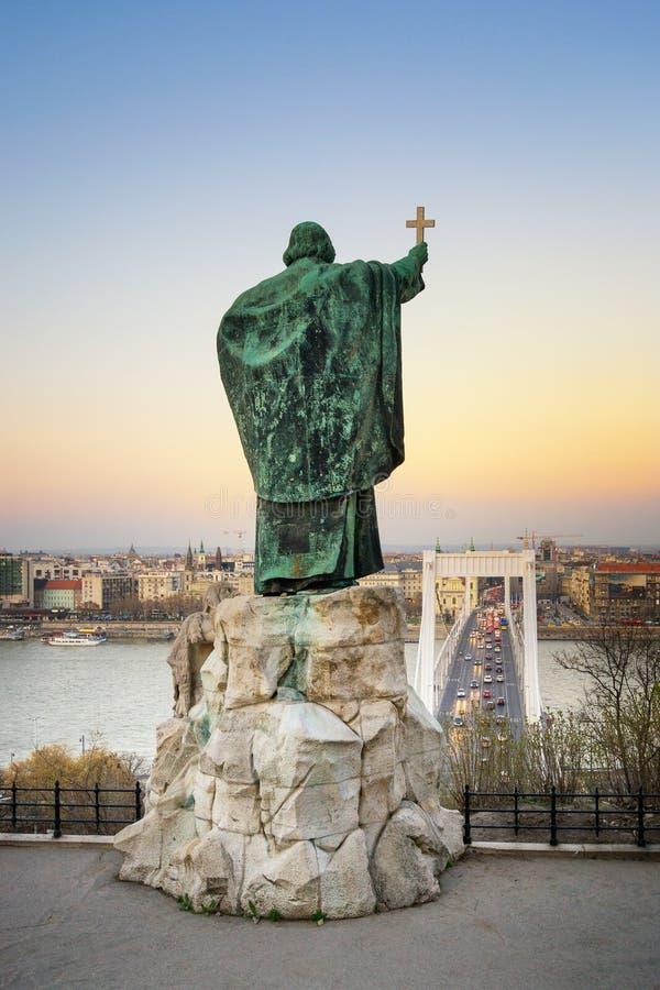 Gerard van Csanad-Monument bij schemer - Boedapest royalty-vrije stock foto's