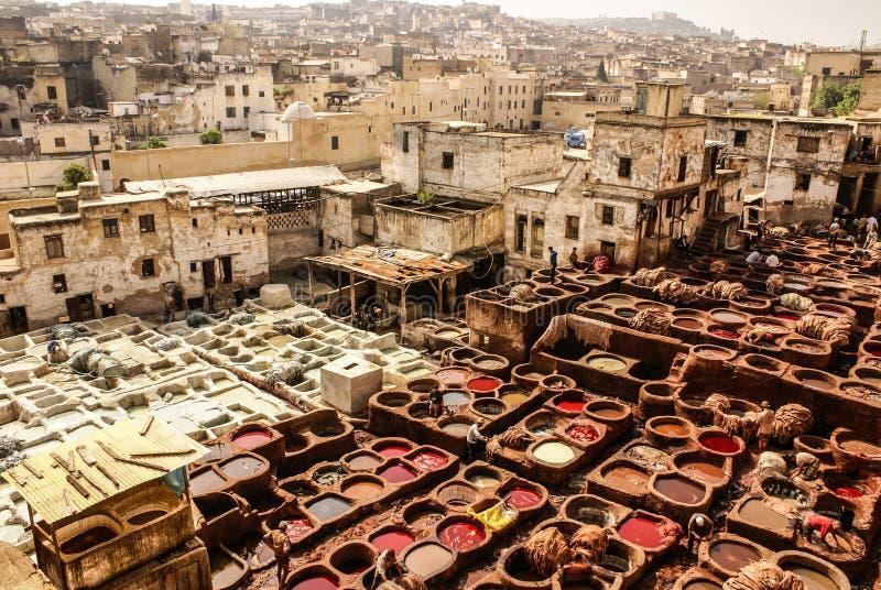 Gerberei von Fes, alte Behälter Marokkos, Afrika vom des Fez tanneri lizenzfreie stockfotografie