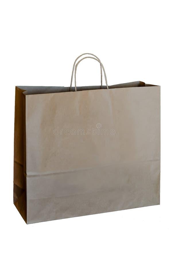 Gerecycleerde die document het winkelen zak op witte achtergrond wordt ge?soleerd Het recyclingsconcept van het document royalty-vrije stock foto
