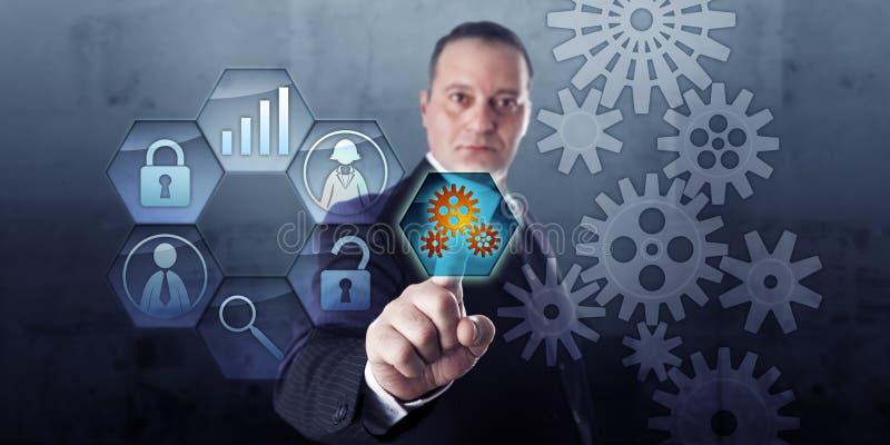 Gerente Connects Gear Train do processo e fluxo de trabalho imagens de stock royalty free