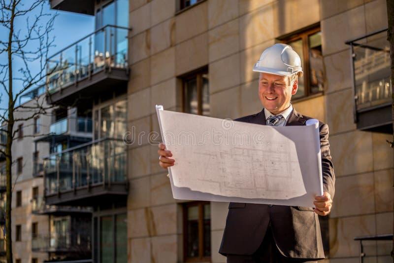 Gerente da construção com modelos foto de stock royalty free