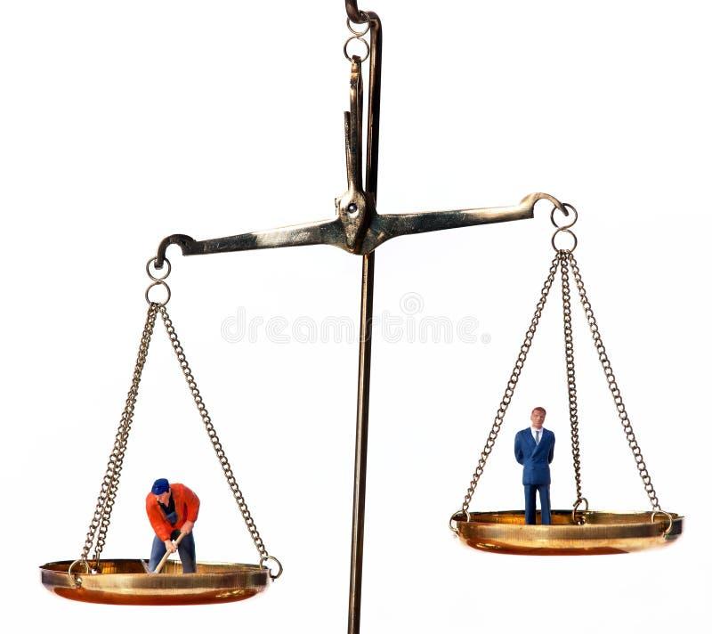 Gerente e trabalhador na escala igual. Símbolo fotos de stock royalty free
