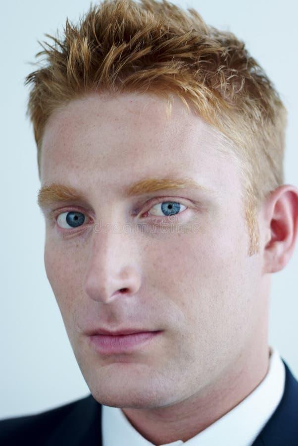 Gerente moderno - homem de negócios no vestido formal - por imagem de stock