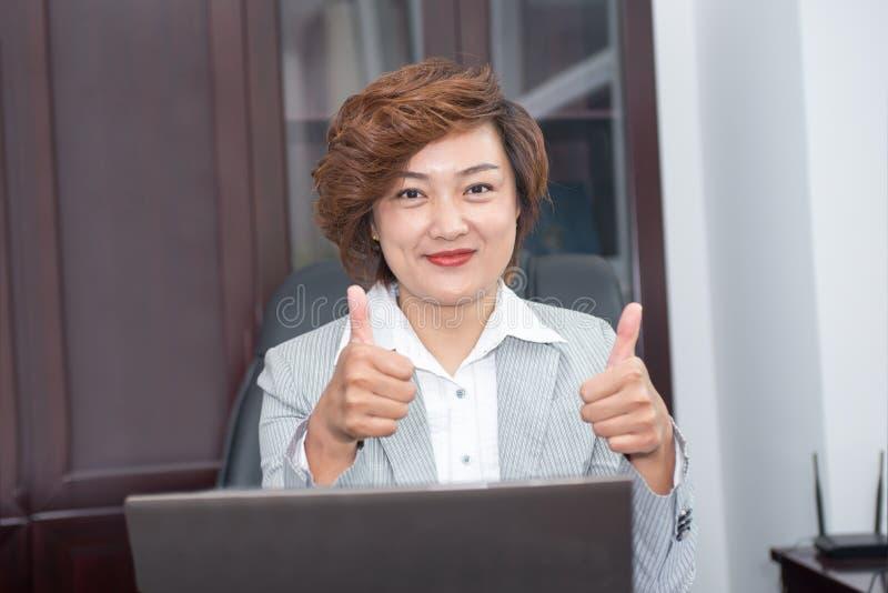 Gerentes fêmeas profissionais imagens de stock royalty free