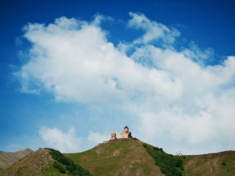 Gergeti trójcy kościół na górze blisko Stepantsminda, Gruzja zdjęcia stock
