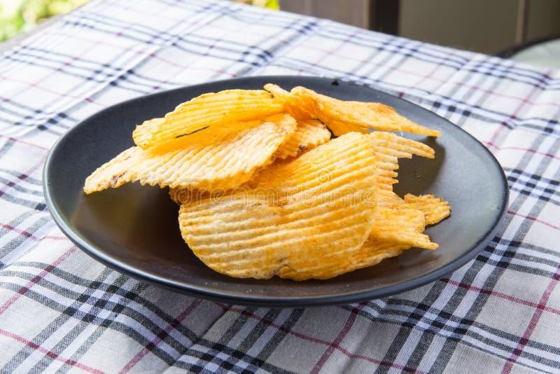Geribbelde aardappelssnack stock afbeeldingen