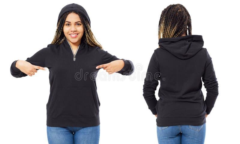 Gericht modieuze afro Amerikaans meisje in hoodie voor en achtermening, zwarte in zwart die sweatshirtmodel op wit wordt geïsolee stock afbeelding