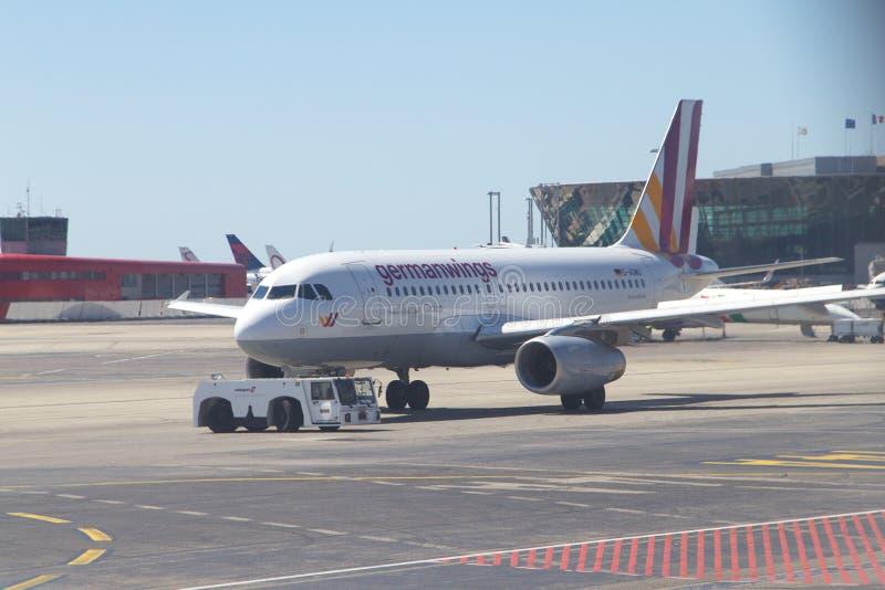 Germanwings Airbus A319 no aeroporto agradável foto de stock royalty free