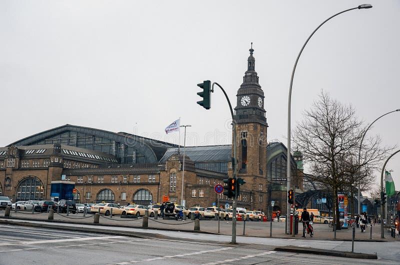 germany Den centrala järnvägsstationen 'Hauptbannhof 'i Hamburg Februari 12, 2018 arkivfoton