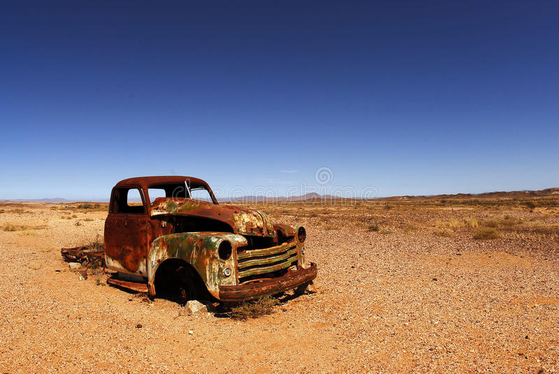 Geroeste autokap in de Afrikaanse woestijn royalty-vrije stock fotografie